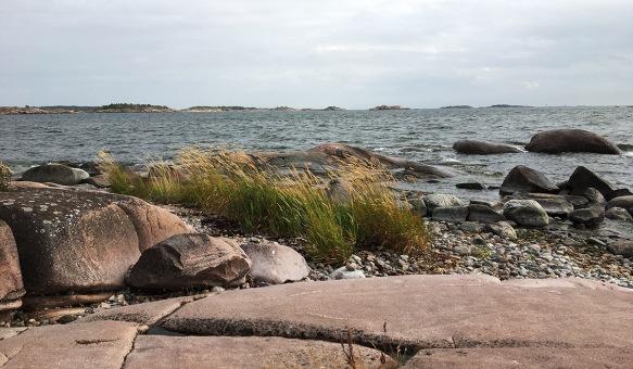 Kallio ja merta, Hanko. Kuvaaja Milla Aalto.