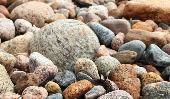 Kiviä rannalla, Hanko. Kuvaaja Milla Aalto.